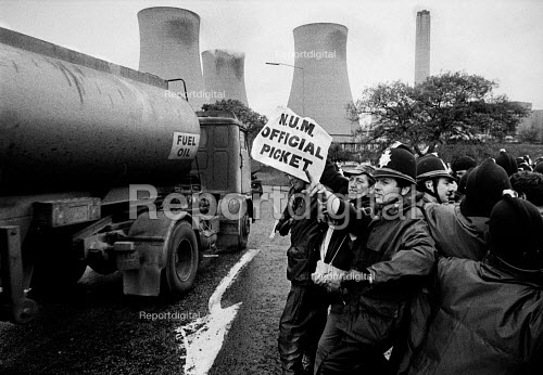 Mass picket of striking miners attempting to stop oil being delivered by road to Didcot Power Station Oxfordshire, where NUR railway workers are refusing to handle new coal stocks. - John Sturrock - 1984-10-24