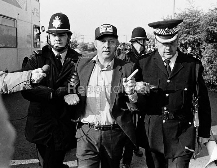 Police arresting Arthur Scargill NUM leader at the Orgreave coking works - John Sturrock - 1984-05-30