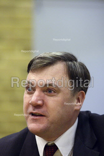 Ed Balls MP visits Limehouse Youth Centre in East London. - Justin Tallis - 2010-01-06