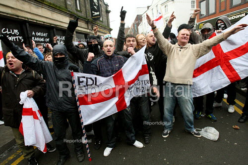 English Defence League demonstration in Stoke on Trent. - Justin Tallis - 2010-01-24