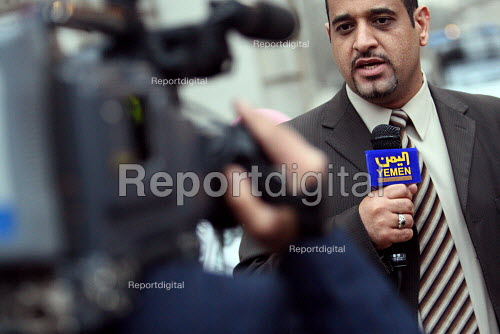 Yemeni journalist reporting outside the foreign office as world leaders gather to discuss terrorism in Yemen. London. - Justin Tallis - 2010-01-27