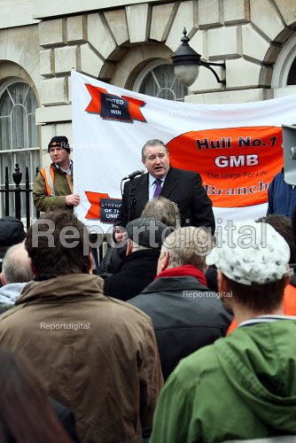 Paul Kenny GMB speaking. Unemployed engineering construction workers hold a rally to demand an end to employers underpayment and exploitation in Engineering Construction. London. - Justin Tallis - 2010-02-03