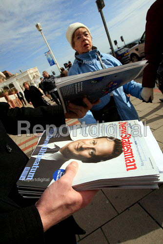 Handing out free copies of New Statesman magazine with David Cameron on the cover. Conservative Spring Forum, Brighton. - Justin Tallis - 2010-02-27