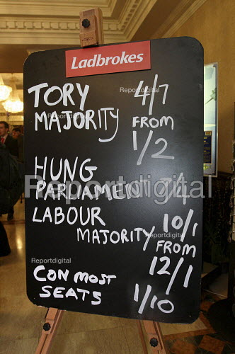 Ladbrokes political betting blackboard showing the odds on a majority and on a hung parliament. Conservative Spring Forum. Brighton. - Justin Tallis - 2010-02-28