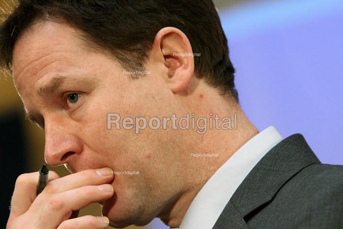 Liberal Democrat leader Nick Clegg MP giving a speech, London. - Justin Tallis - 2010-03-01