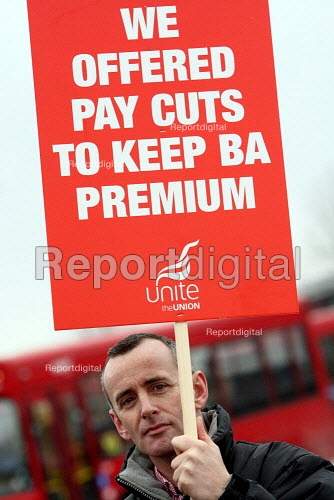 British Airways cabin crew start a three day strike over pay and working conditions. London Heathrow Airport. - Justin Tallis - 2010-03-20