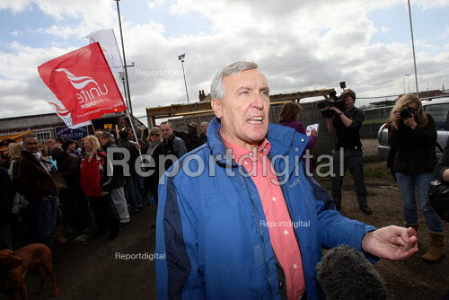 Tony Woodley, Joint-Gen Sec of Unite the Union, , on the picket line speaking to the press. British Airways cabin crew on the third day of strike action over pay and working conditions. London Heathrow Airport. - Justin Tallis - 2010-03-22