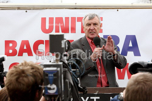 Tony Woodley, Joint-GenSec of Unite the Union giving a speech to members. British Airways cabin crew on the third day of strike action over pay and working conditions. London Heathrow Airport. - Justin Tallis - 2010-03-22