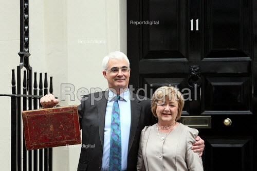 Chancellor Alistair Darling, with wife Maggie delivers the 2010 Budget. Downing Street, London. - Justin Tallis - 2010-03-24