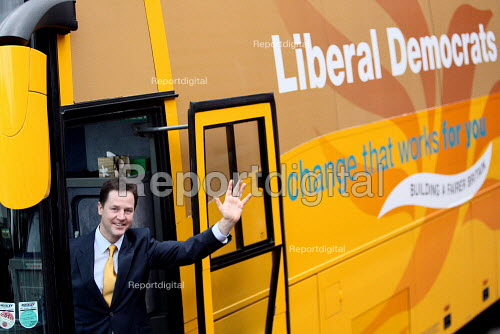Liberal Democrat leader Nick Clegg launching their Election campaign with his Battle Bus. West Hampstead, London. - Justin Tallis - 2010-04-05