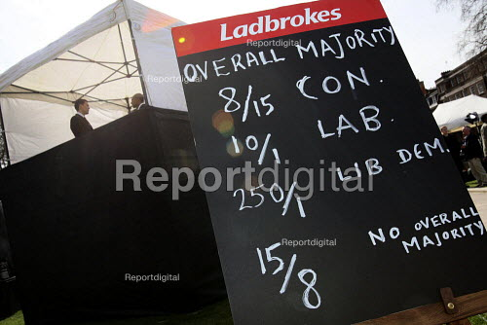 Ladbrokes political betting blackboard College Green Westminster, London. - Justin Tallis - 2010-04-06