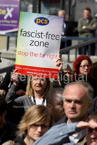 PCS members demonstrate against a British National Party anti immigration protest outside the Home Office UK border agency building in Croydon. - Justin Tallis - 2010-04-15