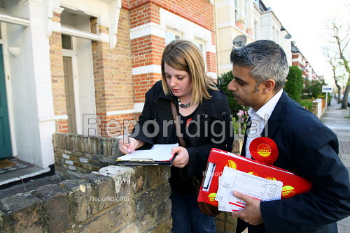 Sadiq Khan MP with some of his campaign team out canvassing in a residential street in Tooting. South London. - Justin Tallis - 2010-04-21