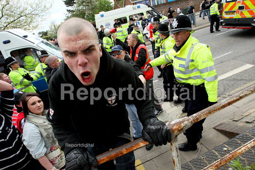 English Defence League protestors clash with police. Aylesbury. - Justin Tallis - 2010-05-01