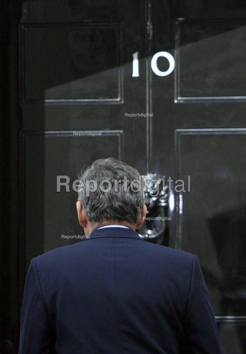 Gordon Brown outside 10 Downing Street. London. - Justin Tallis - 2010-05-07