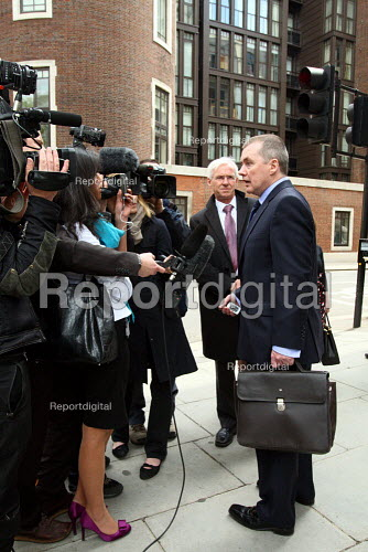 Willie Walsh, the Chief Executive of British Airways, speaking to the press outside the Department of Transport after holding talks about a proposed strike by BA cabin crew. London. - Justin Tallis - 2010-05-17