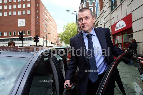 Willie Walsh, the Chief Executive of British Airways, leaving the Department of Transport after holding talks about a proposed strike by BA cabin crew. London. - Justin Tallis - 2010-05-17
