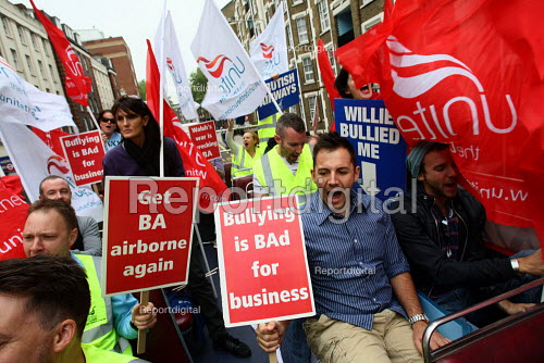 British Airways staff protests on an open top bus driving through the streets of London. - Justin Tallis - 2010-05-20
