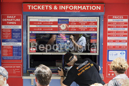 Tourists buying tickets for Thames river boat Cruises. London. - Justin Tallis - 2010-06-25