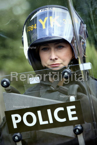 Riot police officer. English Defence League protestors clash with police. Dudley. - Justin Tallis - 2010-07-17