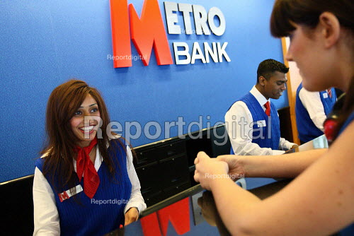 First branch of Metro Bank opens in Holborn. Customer opening an account. London. - Justin Tallis - 2010-07-29