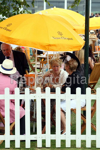 Racegoers enjoying themselves at Venue Cliquot champagne bar. Goodwood racecourse. - Justin Tallis - 2010-07-29