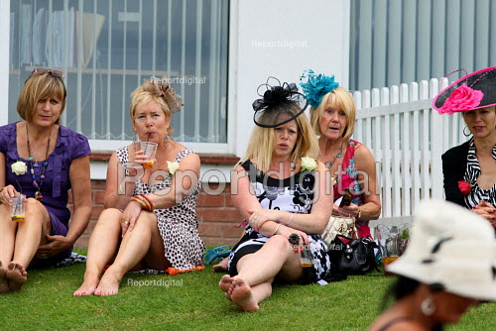 Ladies Day. Goodwood racecourse. - Justin Tallis - 2010-07-29