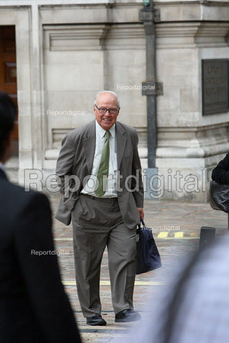 Hans Blix arriving to give evidence to The Iraq Inquiry. Queen Elizabeth II Conference Centre, London. - Justin Tallis - 2010-07-27
