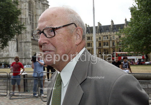 Dr Hans Blix arriving to give evidence to The Iraq Inquiry, London. - Justin Tallis - 2010-07-27