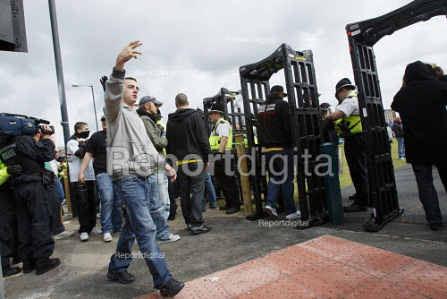 Metal detectors in place at the English Defence League protest, Bradford - Justin Tallis - 2010-08-28