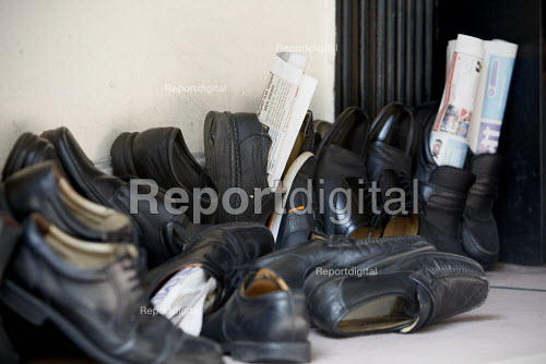 Shoes with newspapers in them left outside for friday prayers at Brick Lane Mosque, East London. - Justin Tallis - 2010-09-03