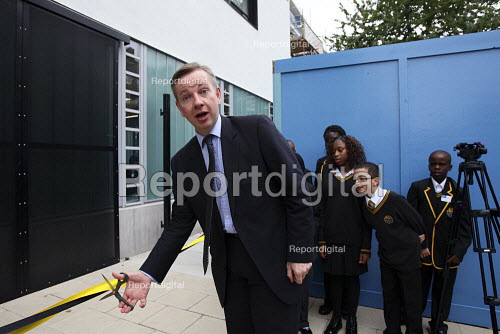 Michael Gove cutting the ribbon on a new school building at the Globe Academy in Southwark, South London. - Justin Tallis - 2010-09-13