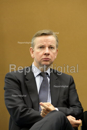 Michael Gove MP visiting the Globe Academy in Southwark, South London. - Justin Tallis - 2010-09-13