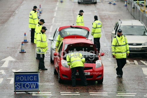 Police checking vehicles entering the 2010 Liberal Democrat conference. Liverpool. - Justin Tallis - 2010-09-19