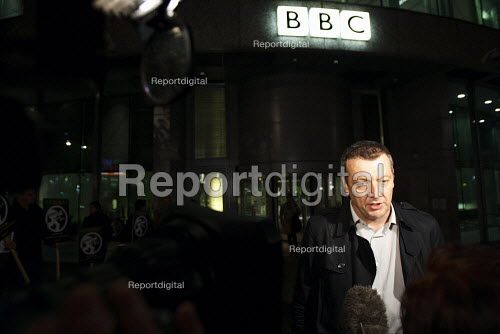 Jeremy Dear NUJ Gen-Sec joins BBC journalists walkout in the first of two strikes in protest at planed changes to their pensions scheme. Speaking to the media. BBC Television Centre, London. - Justin Tallis - 2010-11-05
