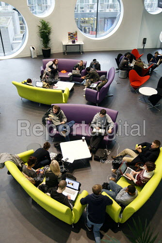 Students socialising with laptops on their lunch break in The Big Space common room area. Ravensbourne specialist higher education college, Greenwich, London. - Justin Tallis - 2010-12-06