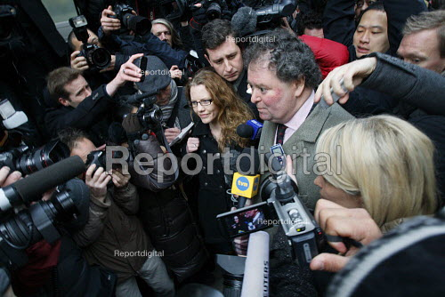 Julian Assange lawyer, Mark Stephens, speaking to the press upon arrival at the City of Westminster Magistrates court. The Wikileaks website founder appeared in court after being accused by Swedish authorities of rape. London. - Justin Tallis - 2010-12-07