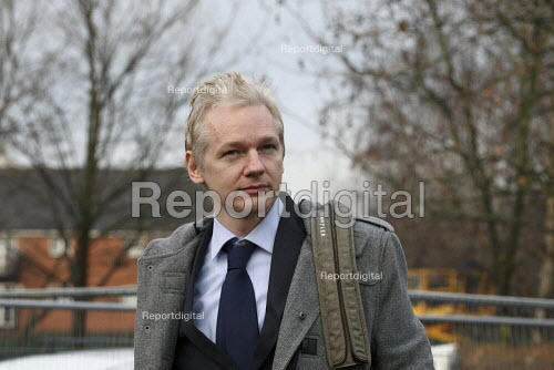 Wikileaks founder Julian Assange arriving at Belmarsh Magistrates court to fight extradition to Sweden. London. - Justin Tallis - 2011-01-11
