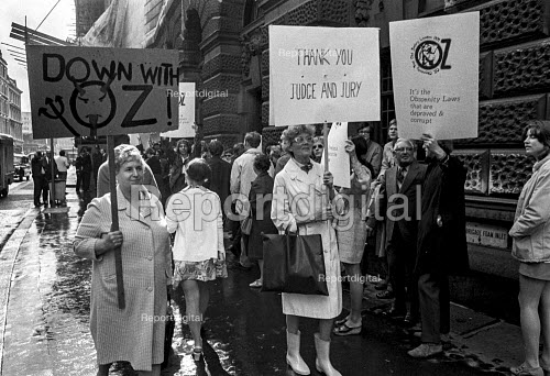 Mary Whitehouse (Centre) confronts supporters of Oz magazine as she protests outside the Old Bailey against the defendants in the Oz Trail being tried for obscenity. - Martin Mayer - 1971-08-05