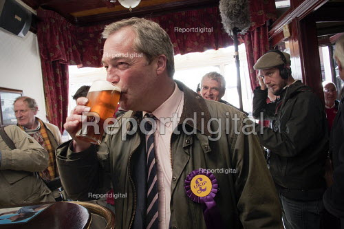 Farage surrounded by press has a pint of beer in a pub in the constituency. UKIP leader Nigel Farage campaigning during the 2013 South Shields by-election, Tyne and Wear, UK, 30/4 2013 - Mark Pinder - 2013-04-30