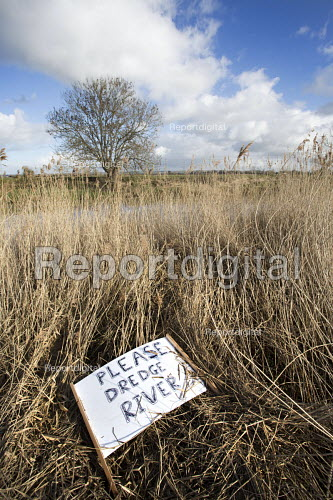 Please dredge river signs near Moorland, Somerset as the village is flooded. - Paul Box - 2014-02-07