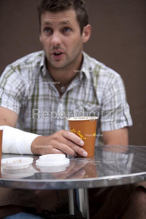 An office worker takes a coffee break. - Paul Box - 2009-09-02