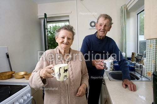 Selwood Housing residents with a cup of tea in the kitchen. Selwood manage and maintain quality affordable housing and provide support services for people in housing need - Paul Box - 2009-07-30