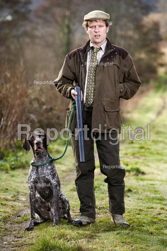A shooting enthusiast with his gun dog and double barreled shotgun, Exmoor. - Paul Box - 2009-03-16