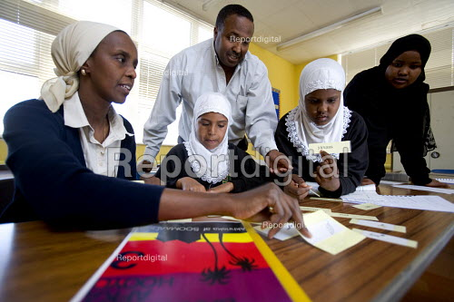 Fitzalan High school, Cardiff. Somali pupils are taught their native language. - Paul Box - 2005-12-07