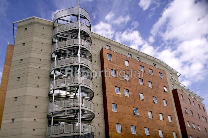 Student Housing by UNITE. Purpose built student housing. Bristol. - Paul Box - 2005-12-13