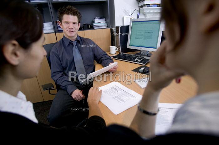 An IT consultancy business Bristol. Having a team meeting. - Paul Box - 2005-12-13