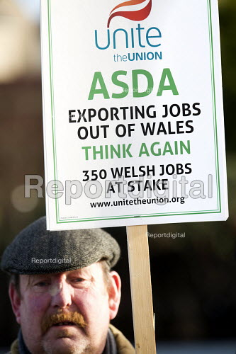 ASDA ends its contract with Welsh Country Foods (WCF) in Llangefni, Angelsey. Protest at Asda Llangefni. Wales. Workers at a closure-threatened meat plant on Anglesey have asked customers to boycott Asda stores. - Paul Box - 2013-01-26