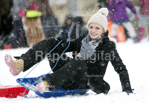 Children having fun in the snow, St Andrews Park , Bristol. - Paul Box - 2013-01-18
