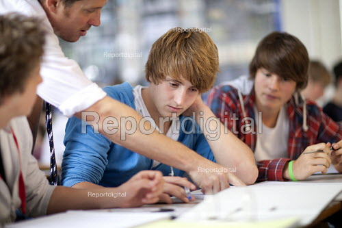 A teacher explaining to a sixth form student at Clevedon school, Clevedon. - Paul Box - 2011-09-13